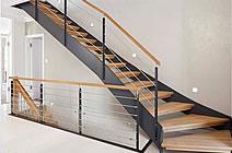 Escaleras de madrera y hierro
